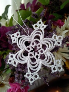 20131115_Layered-tatted-snowflake-Be-Stitched
